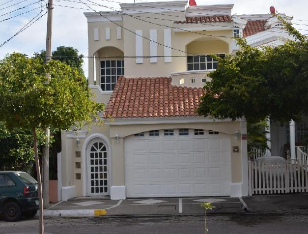 BEAUTIFUL HOUSE WELL LOCATED AT LOMAS DE MAZATLAN