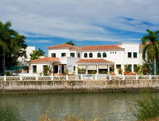 RESIDENCE IN MARINA EL CID WITH POOL.