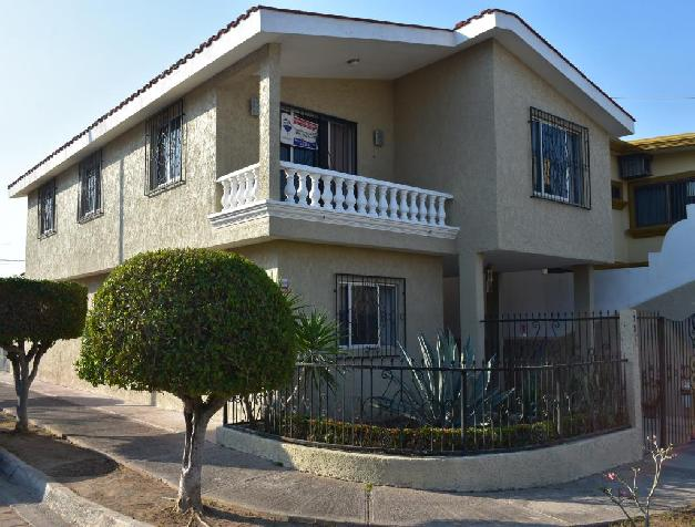 HOUSE FOR SALE IN LOMAS DE MAZATLAN