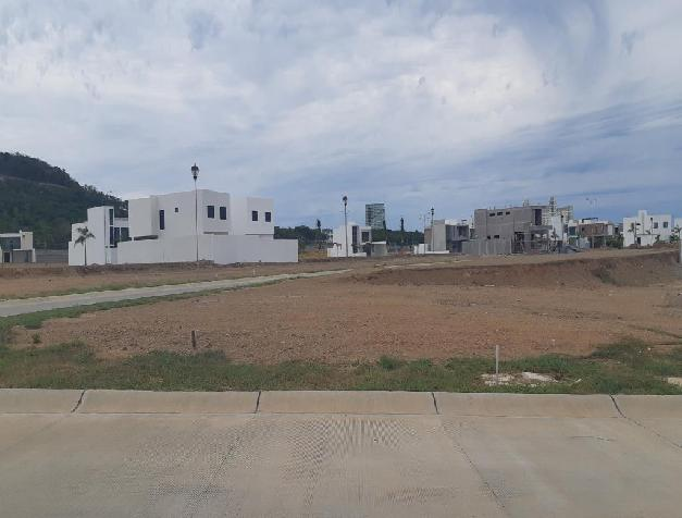 LOT IN ALTABRISA RESIDENTIAL