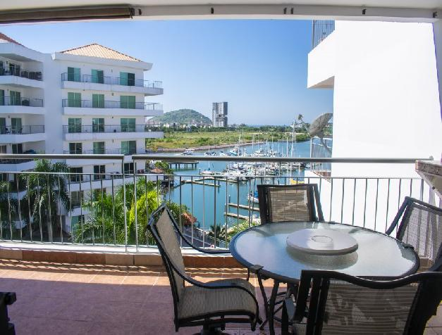CONVENIENTLY LOCATED MARINA VIEW CONDO
